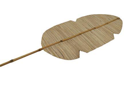 Palmenblatt mit Bambusstab